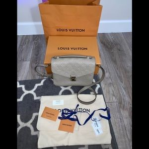 Louis Vuitton POCHETTE MÉTIS Turtledove